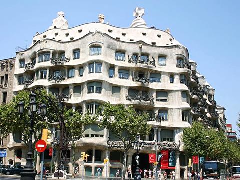 Casa mil la pedrera barcelona - Casa la pedrera gaudi ...